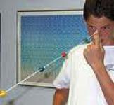 Estudiante entrenando sus vergencias con un Cordón de Brock